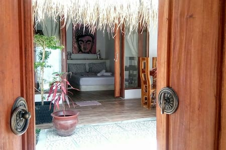 Rumah Cahaya - Buddha Suite NEW!! - Bed & Breakfast