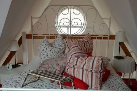 ÜberNacht im MaisonetteApartement/45m² - House