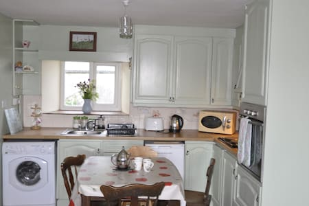 Kaye's Cottage: In the heart of West Cork - Drimoleague
