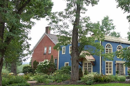 Hudson Valley Dutch Farmhouse B&B - Stone Ridge