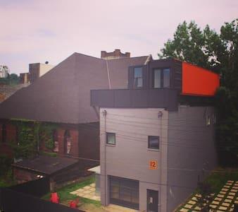 Three story warehouse w/yard & deck - Braddock - Casa