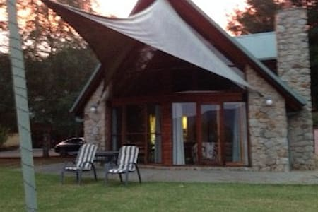Large Family 3 bedroom Stone house on 5 acres, - Dom