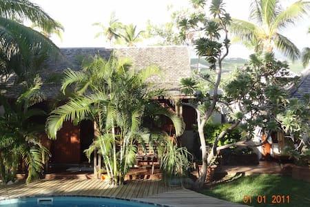 bungalow avec piscine - Bungaló