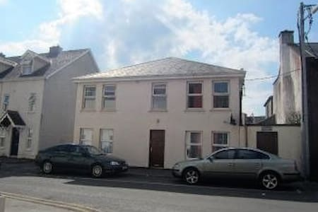 Well Located Large Two Bed Apartment - Athlone - Apartment