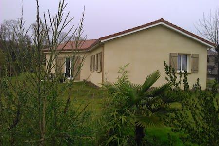 maison avec jardin dans village - Talo