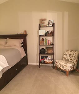 Clean, tidy bedroom available close to the highway - Fairlawn - Apartemen
