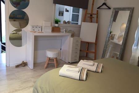 Chambre/villa design avec PetitDéj. - Saint-Aubin - Bed & Breakfast