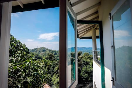 Luxury Homestay at an Affordable Price in Kandy :1 - Kandy - House