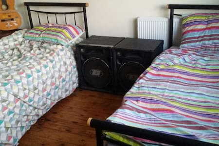 3 bedroom house,self catering breakfast - thurles - House