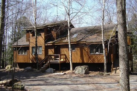 Cozy house in Poconos with hot tub - Gouldsboro - Lejlighed