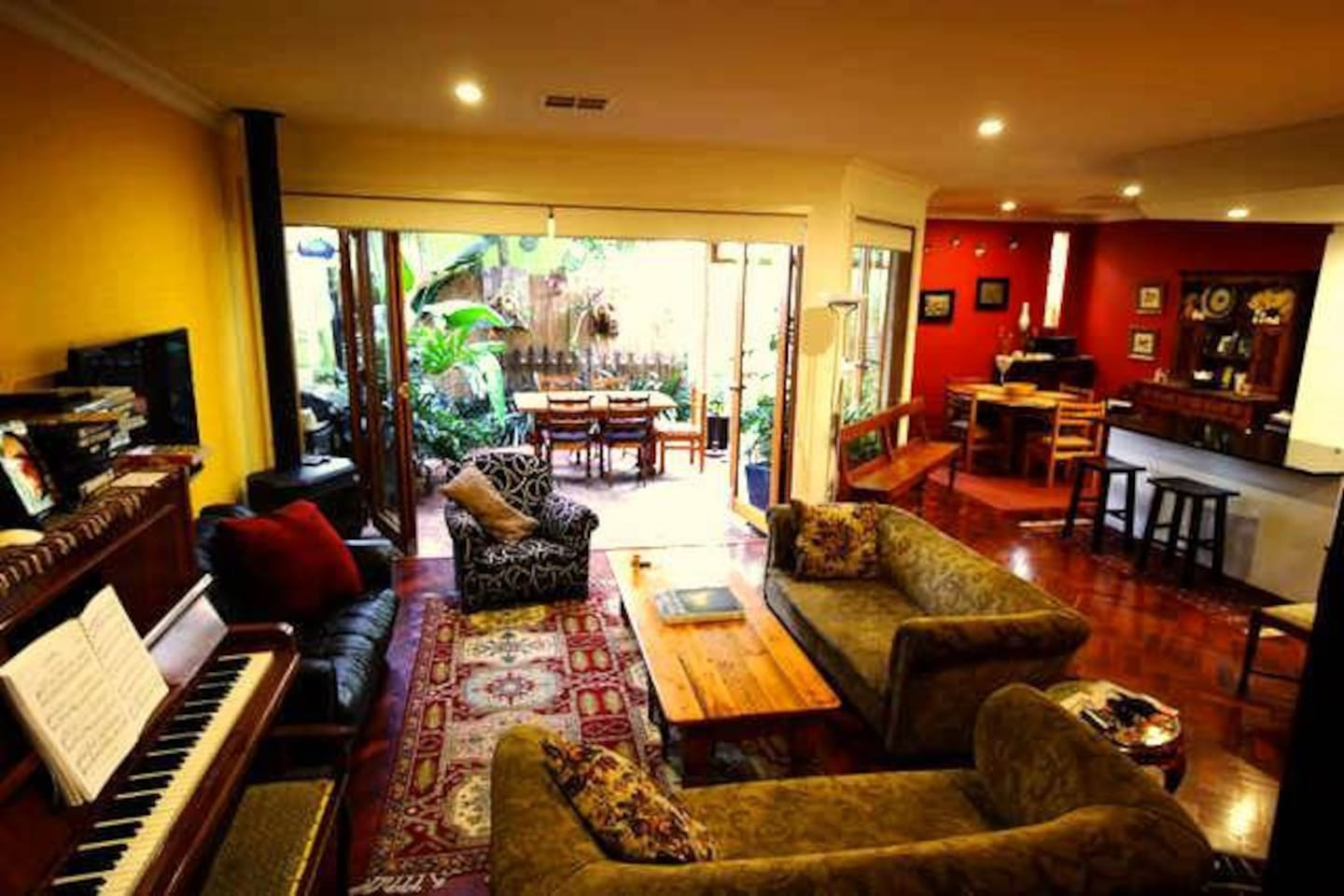 lounge,dining and courtyard garden