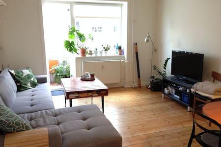Bright and calm flat close to city & beach - København - Apartment