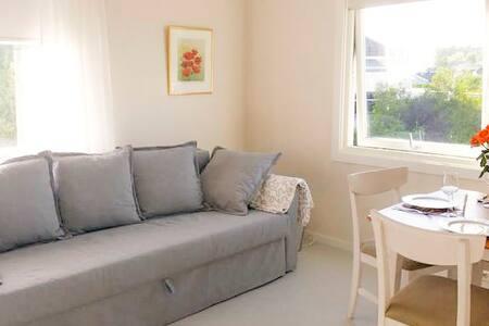 Bright & quiet apartment with beautiful view - Leilighet
