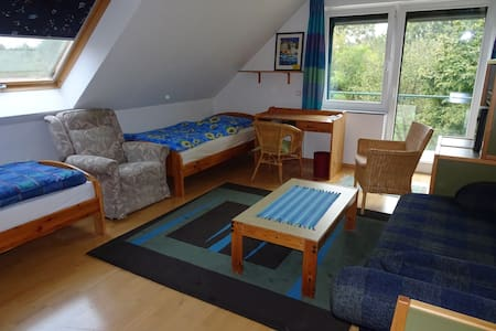 Schöne(s) Zimmer mit Balkon (als DZ oder EZ) - Wunstorf - Bed & Breakfast