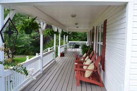 Cozy Hilltop House Retreat - Talo