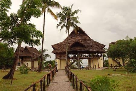 Nyumbani Rest House - Starfish Room - Kilindoni - Bed & Breakfast