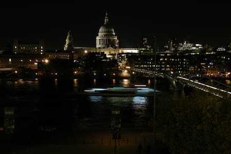 Riverside flat overlooking St Paul's Cathedral - Apartment