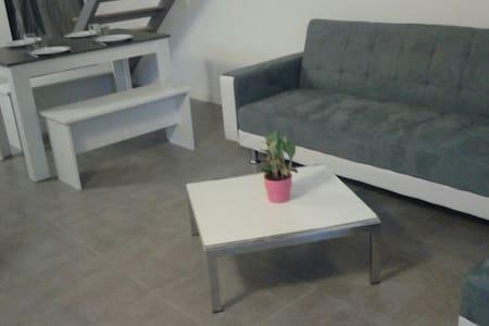 Duplex NEUF 50 m2 jardin 80m2 15mn plage - Vinassan