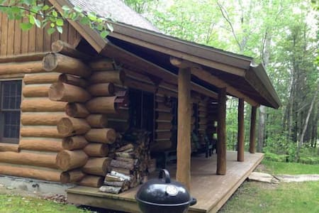 Egg Harbor Log Cabin in the Woods, Door County - Cabaña