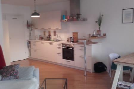 Schöne, neuwertige Wohnung in Stadtnähe - Lakás