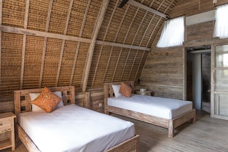 Thatched Rice Paddy Huts overlooking the sea - North Kuta - Cabin
