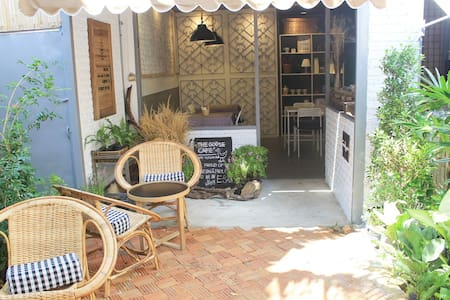 The Goose Cafe' and Hostel  - Asrama