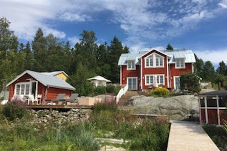 Stay by the seaside in your own cabin! - Solumshamn - Bed & Breakfast