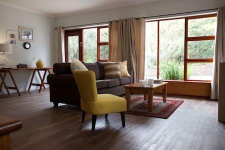 Quaint Cottage in Farmlands - Apartmen