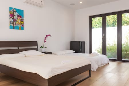SM Licensed guesthouse with Parking Garage - Santa Monica - House