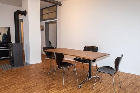 Schönes Doppelzimmer und Studio in hist. Ambiente - Roßdorf