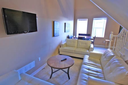 Room with en suite in unique loft-style apartment! - Thorold - Apartment