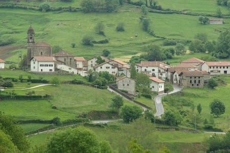 Casa en paraje rural en el norte de Navarra - Huis