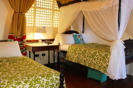 Room 5 Saging Deluxe Double - Bed & Breakfast