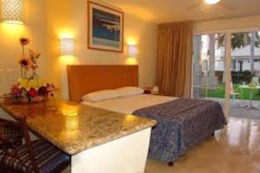 Habitación para 2-cama KS, planta baja, baño completo, cocineta y terraza,  conectada a la otra habitaición.