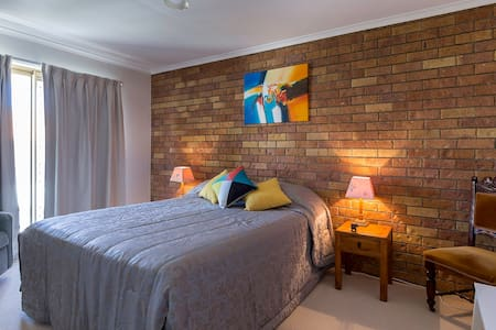 Funky Townhouse. Short stroll Beach @ Dining. Rm 1 - Townhouse