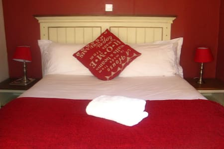 Double room at Twin Rose Garden B&B - Room 1 - Szoba reggelivel