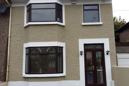 96 Tyrconnell Road, Dublin 8 - Dublin