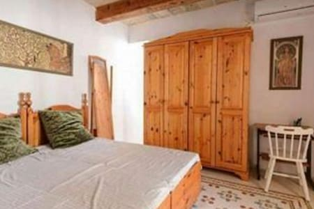 Doublebedroom in 400year old typical Maltese house - Birkirkara - Rumah