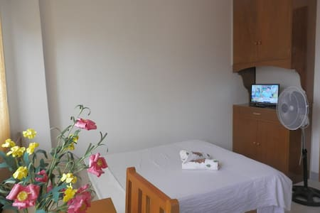 room for 2 with bathroom - Guimbal - Bed & Breakfast