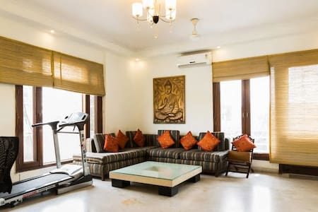Large room & helpful staff in GK 2 - Apartment