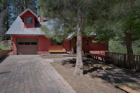 NEW LISTING w/HotTub, Deck & Firepit nr Lake/Town - McCall - House