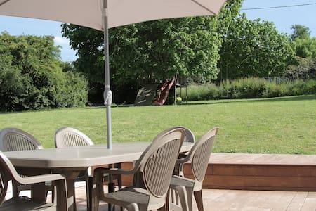 Maison familiale dans son écrin de verdure - Lignan-de-Bordeaux - Haus