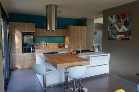 Maison dans un écrin de verdure - Dom