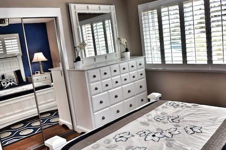 New Luxury Deluxe Bedroom - San Diego - Bed & Breakfast