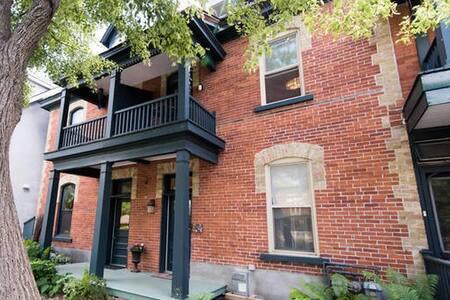 Peloton House and Art Gallery: Heritage Luxury - Ottawa