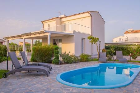 VILLA WITH POOL AND SEA VIEW CEFALù - Villa