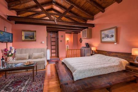 Deluxe Δίκλινο Δωμάτιο (2 ενήλικες + 1 παιδί) - Arachova - Guesthouse