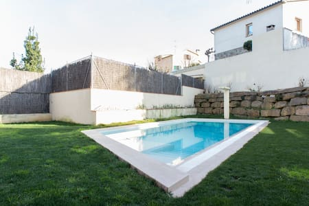 Studio duplex with pool and parking - St Cugat del Vallès - Bed & Breakfast