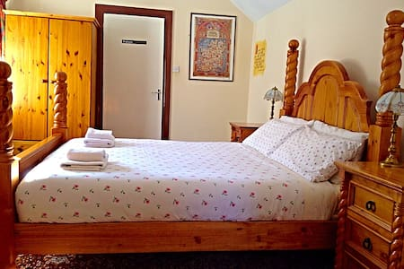 €50 Deluxe Queen Bedroom Ensuite- Cashel Tipperary - Cashel - Pousada