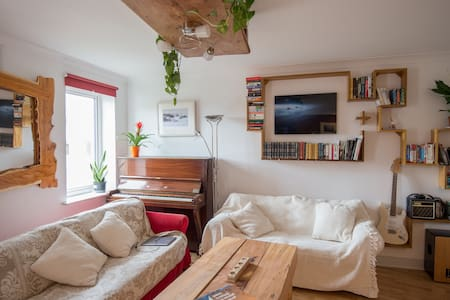 Another Artistic Inner City Apt   ! - Apartamento